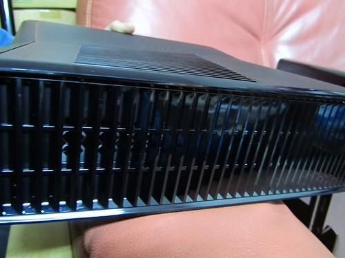 XBOX360-主機-側邊散熱孔
