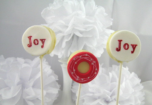 Joy Australian Christmas Cake Pops. Have yourself a merry Aussie Christmas