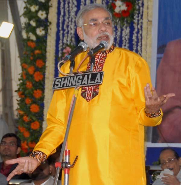Photo:Narendra Modi's fashion statement at Kutch carnival ...