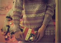 34/52 - christmas time (e n y o u) Tags: pink portrait film wool me girl self 35mm lights three hands gift autoritratto expired canont70 crhistmas 52weeks