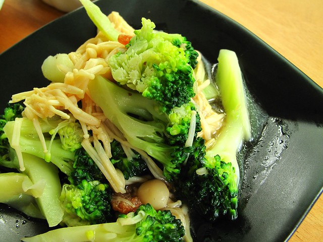 IMG_1522 01012011 Lunch - broccoli stir fried with mushroom
