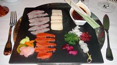 Tataki de pez mantequilla, salmón y salmonetes