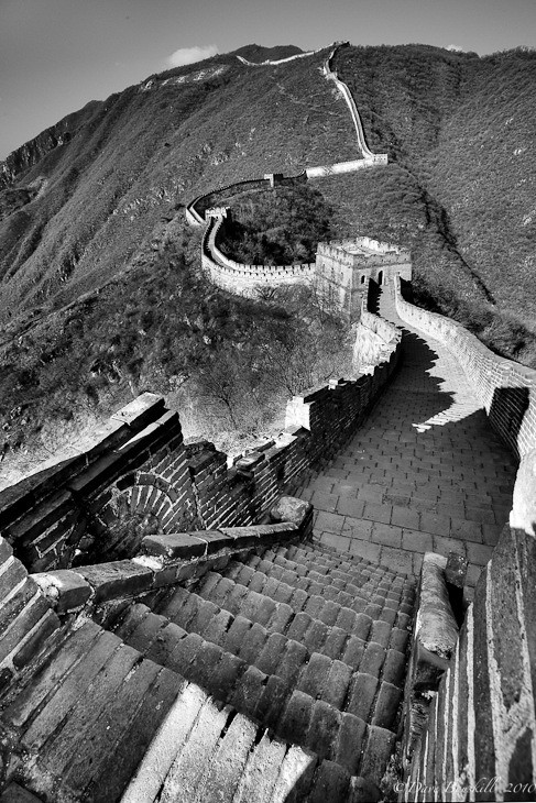 black and white photo of great wall of china