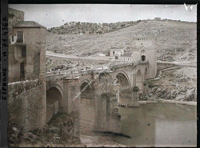 Puente de San Martín entre el 15 y el 17 de junio de 1914. Autocromo de Auguste Léon. © Musée Albert-Kahn - Département des Hauts-de-Seine