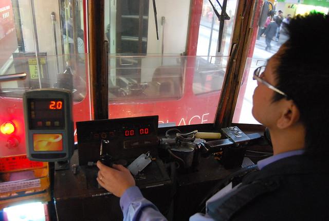 Conductor de tranvía en Hong Kong