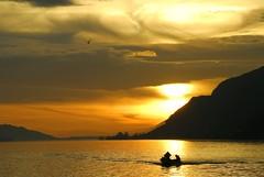 Lac de Bienne-pêcheurs-coucher de soleil. (jd.echenard) Tags: sunset sonneuntergang contrejour coucherdesoleil bielersee seeland newvision digitalcameraclub lacdebienne anawesomeshot lakeofbienne peregrino27newvision