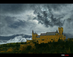 Crows and gothic castle. / Cuervos en el castillo gtico. (OMA photo) Tags: espaa castle spain gothic segovia alcazar crows castillo gotico cuervos