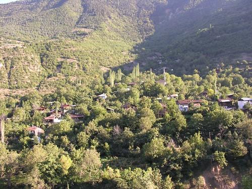 Sarıbudak - egy kis falu a völgy oldalában