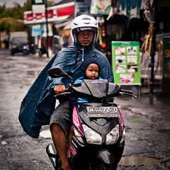 Mr. Cape and the Evil Kid - Simenyak, Bali (adde adesokan) Tags: street travel boy bali man male girl rain pen indonesia photography 50mm bokeh streetphotography scooter olympus motorbike indonesien ep2 streetphotographer m43 mft mirrorless microfourthirds theblackstar mirrorlesscamera streettogs