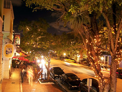 social offerings abound in Miami's Coconut Grove (by: Alfonso Surroca, creative commons license)