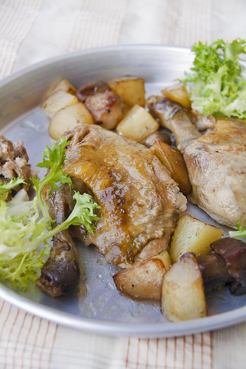 Faraona Arrosto con salsiccia e porcini