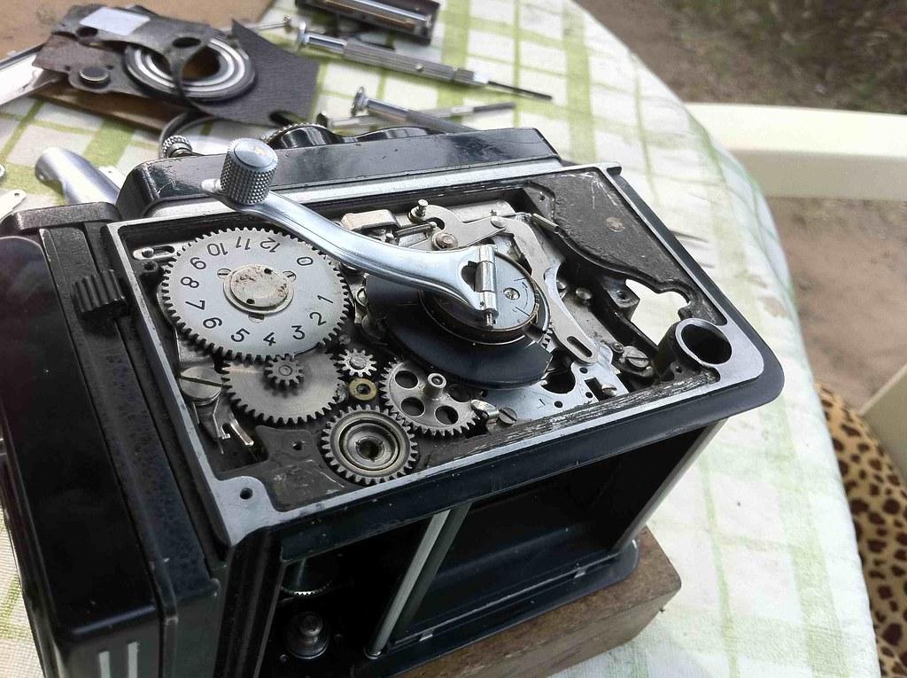 Rolleiflex 3.5F repair - the inner workings