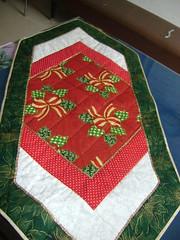Trilho de Natal - quilt a mo (Patchwork Sonia Ascari) Tags: iris de maria flor floresirislilspatchworknataltoalhastoalhatrilhopassadeira