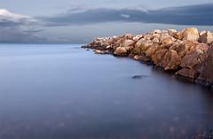 Espign (biterus) Tags: valencia canon mar agua playa cielo nubes tamron rocas piedras exposicin largaexposicin biterus