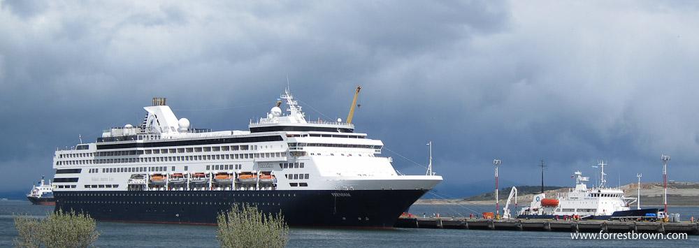 Polar Pioneer, Ship