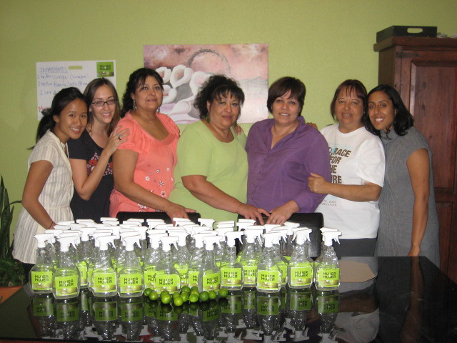 Mujer a Mujer: A Social Venture Bringing Green Household Products to Low-income Communities.