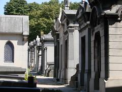 Cimetire du Pre Lachaise (Spiterman) Tags: paris france tomb capitale tombe prelachaise cimetire spiterman