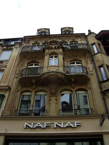shop with beautiful balconies in Freie Strasse