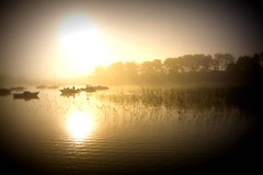 Sunrise (justfordream) Tags: morning trees mist lake france water sunrise boats see frankreich wasser lac boote bäume sonnenaufgang hourtin morgens dunst aquitaine carcans aquitanien dhourtincarcans