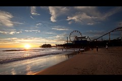 santa monica (Eric 5D Mark III) Tags: california light sunset people cloud sun seascape beach silhouette canon landscape losangeles santamonica wideangle ferriswheel sly ef1635mmf28liiusm eos5dmarkii