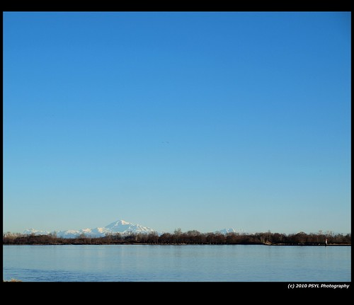 Mount Baker against a cloudless sky