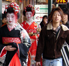 Kyoto Contrasts (JohntheFinn) Tags: portrait people japan interestingness kyoto explore geisha gion kioto japani meiko kasvot humanface ihminen portretti