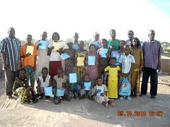 Enfants parrainés, et les membre de la comission à Mopti