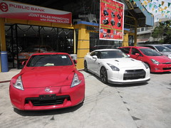 new red white cars window shop nice display market sale pair banner automotive front vehicles malaysia kotakinabalu rides parked expensive luxury sabah dealer supercars interests listings nissangtr reconditioned likas thienzieyung nissan370z