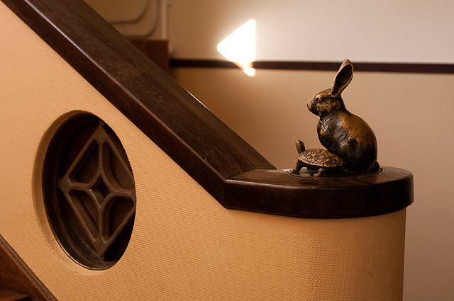 豊郷小学校 ウサギとカメ