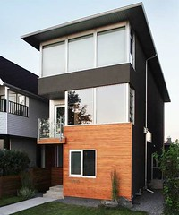 Parkhill house on small lot (by: housebrand)