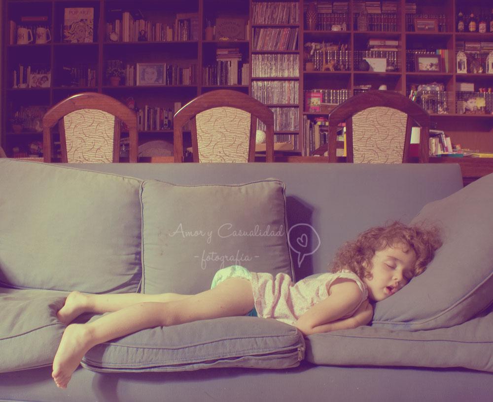 El sofá (y un hada que se escapó a dormir su siesta ♥)