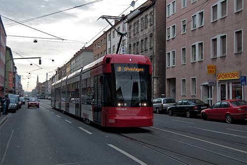 Variobahn 1203 an der Haltestelle Schweiggerstraße