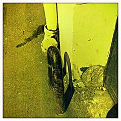 4 - 16 janvier 2011 Maisons-Alfort Avenue du Général Leclerc Ombre et lumière (melina1965) Tags: light night iron îledefrance lumière façades january ironwork janvier nuit façade fer ironworks iphone valdemarne lightandshade 2011 ombreetlumière maisonsalfort ferronnerie iphone4 geniiloci checkoutmynewpics leagueofwomenphotographers hipstamatic