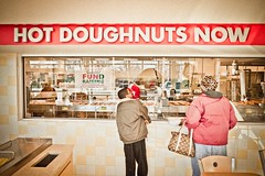 Hot Doughnuts (Now) (ScottJphoto) Tags: hot krispykreme donuts doughnuts