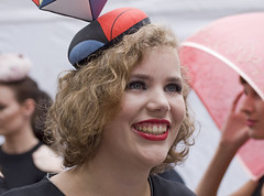 PrinsjesHatwalk (Mary Berkhout) Tags: maryberkhout prinsjeshatwalk2016 hoeden hoedjes hats denhaag thehague langevoorhout parade mode fashion portret portrait girl smile