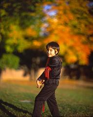 Ninjakeh (Dr. RawheaD) Tags: people fuji dof kodak bokeh foliage velvia 50 e6 f25 graflex autmn speedgraphic shingo aeroektar 178mm