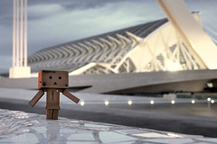 Dieter meets the CITY OF ARTS AND SCIENCES (Toni_V) Tags: valencia architecture dieter 2010 ciudaddelasartesylasciencias danbo revoltech museodelascienciasprincipefelipe 101030 dsc5438 toniv citaofartsandsciences