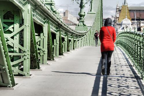 Red figure. Budapest. Silueta roja