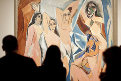 "Visitors watching ""Les demoiselles d'Avignon"" de Picasso - Moma Museum - New York - USA - Sylvain Brajeul (Sylvain Brajeul) Tags: voyage city nyc newyorkcity travel viaje usa newyork art museum town travels unitedstatesofamerica moma viajes american newyorkstate states turismo bigapple ville tourisme amricains voyages turism amricain amrique tatsunis amriquedunord tatsunisdamrique sylvainbrajeul"