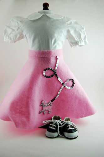 1950s Poodle Skirt 02