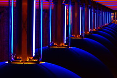 Mystery light (Traveller_40) Tags: blue light red canon underground subway neon dof metro tripod depthoffield ubahn neonlights ingomaurer u3 pwm lightsinmotion kuppel stativ bayernbavaria westfriedhof mvg u6 swm photowalking lichtdesign 40d ubahnmuenchen:line=3 ubahnmuenchen:line=6 ubahnmuenchen:station=mu photowalkingmunich photowalkingmunich:event=30