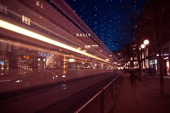 Lucy & Bahnhofstrasse (dongga BS) Tags: weihnachten schweiz switzerland lucy tram zrich cokezero bahnhofstrasse cocacolazero weihnachtsbeleuchtung canoneos50d 1116mm tokinaatx116prodx1116mmf28