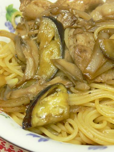 ナスとマイタケと豚肉のソーススパゲティ