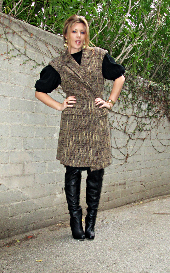 sleeveless coat+over the knee boots+black vintage dress+gold accessories