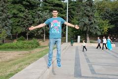 Levitation (Photosarella) Tags: nikon dof bokeh magic levitation kit portret parc 18135 d40 d80