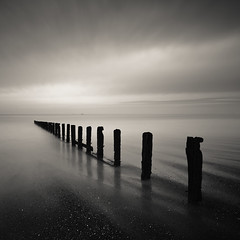 bay of stars (s k o o v) Tags: blackandwhite bw france beach lines curves explore groyne minimalist saintmalo stmalo 1740l nd110 canon5dmkii skoov 110nd