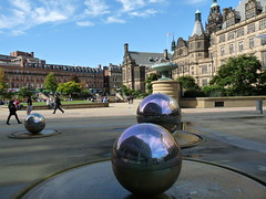 Sheffield's Balls (stukinha) Tags: city uk inglaterra blue cidade england sky reflection water fountain gua espelho azul gardens architecture clouds ball square mirror arquitectura europa europe peace unitedkingdom sheffield centre centro balls center cu bolas millennium gb nuvens townhall peacegardens sight bola ru reflexo fonte reinounido stuka stukinha thepeacegardens anacompadre