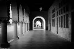 Arches (cito17) Tags: california blackandwhite bw usa building college smart architecture canon concrete student university path arches stanford paloalto grainy professor studious intelligent ivyleague lr3 cornices canon35mmf2 eos30d lightroom3 cito17 adrianpatino