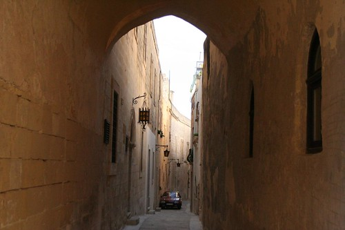 Photo of the tiny streets of Mdina historical city in Malta