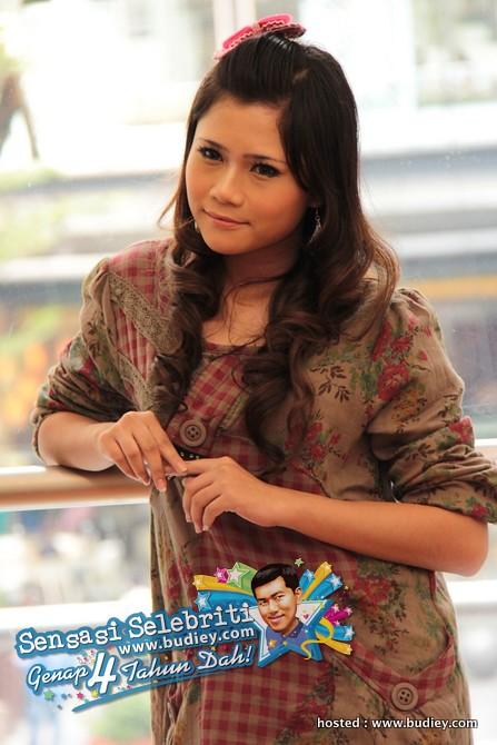 Pelakon Klik Fifi Natasya